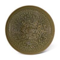 309. 北宋至金 耀州青釉印牡丹紋笠式盌 |