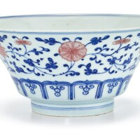 13. 清十九世紀 青花釉裏紅纏枝花卉紋撇口盌 《大清乾隆年製》仿款 |