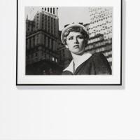8. 辛蒂·雪曼 | 《無題,電影劇照#21a,城市女孩近照》
