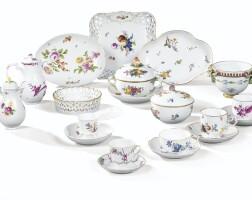 43. ensemble de porcelaines de meissen, vienne et nove des xviiie siècle et xixe siècle