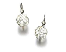 39. pair of diamond earrings