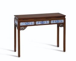 3130. 清 木雕嵌青花連環纏枝蕃蓮紋瓷板束腰條桌