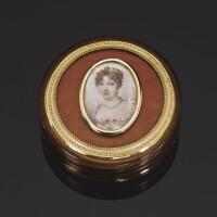 45. 金黃色玳瑁肖像糖果盒,法國,十八世紀末 | 金黃色玳瑁肖像糖果盒,法國,十八世紀末
