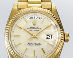 7. 勞力士(rolex) | 零售商為tiffany & co.:1803型號「day-date」黃金自動上鏈鍊帶腕錶備星期及日期顯示,年份約1973。