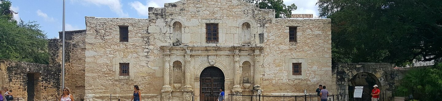 Exterior view of The Alamo. Photo: Elber1981. CC-BY-SA 4.0. Accessed via Wikimedia Commons.