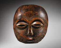 103. masque en ivoire, lega, république démocratique du congo |