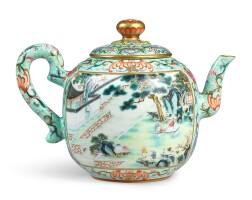 3608. 清乾隆 粉彩描金松石綠地開光御製詩惠山煮泉觀卷圖茶壺 《大清乾隆年製》款 |