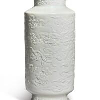 135. 清乾隆 白釉浮雕龍鳳雲蝠紋燈籠瓶 《大清乾隆年製》款  