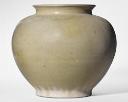 4. a white-glazed pottery jar tang dynasty
