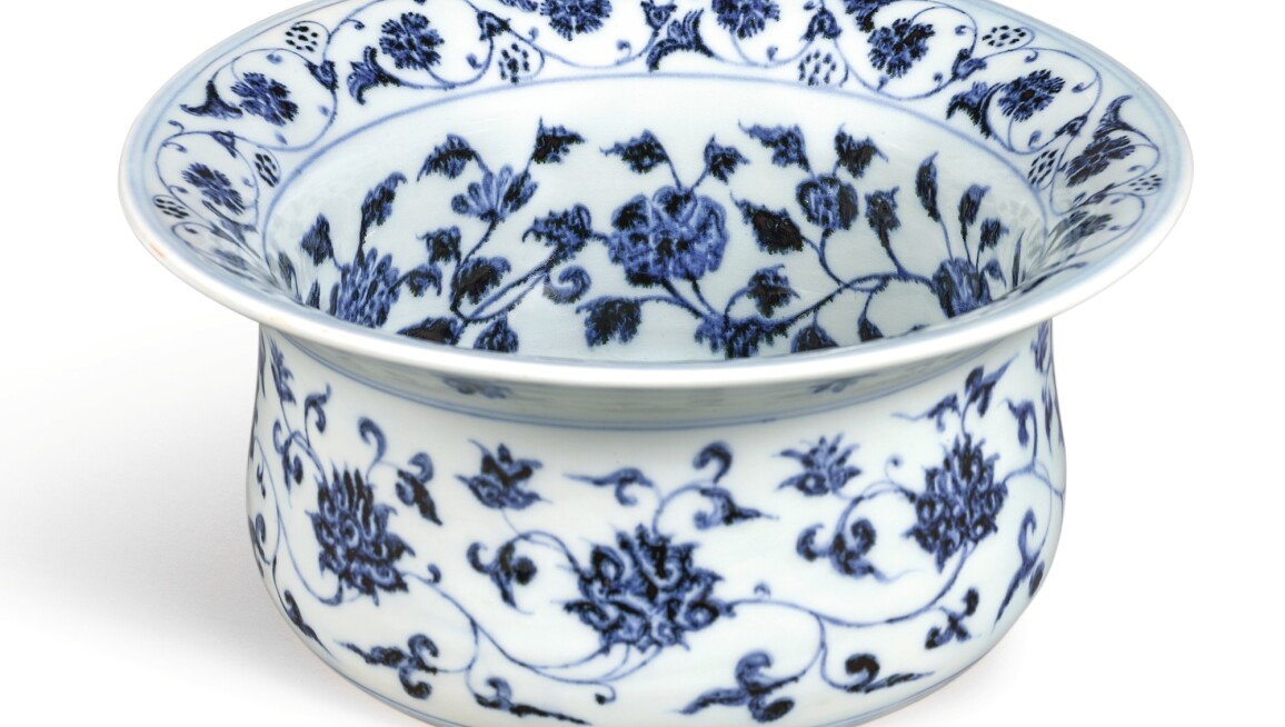 AN EXTREMELY RARE AND IMPORTANT BLUE AND WHITE MIDDLE-EASTERN INSPIRED STAND, WUDANGZUN MING DYNASTY, YONGLE PERIOD