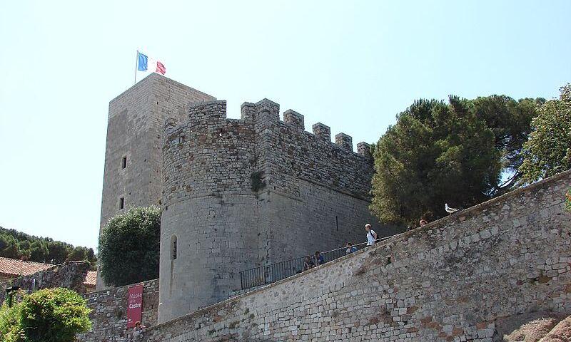 Musee_de_la_Castre,_Cannes,_Provence-Alpes-Côte_d'Azur,_France_-_panoramio.jpg